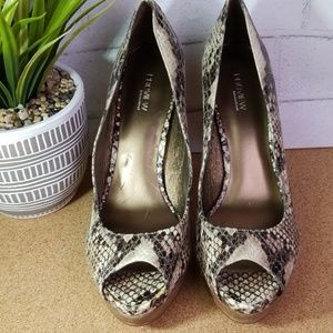 PREVIEW International womens heels size 8.5M